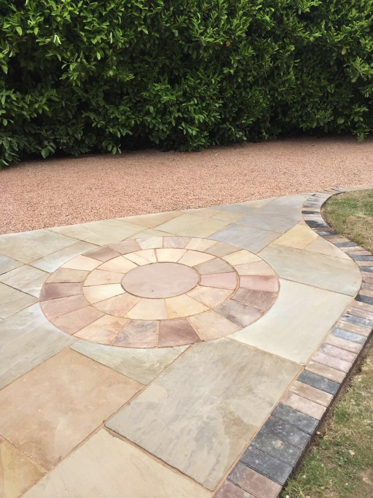 Paving showing a new gravel and slab driveway in Redditch Worcestershire