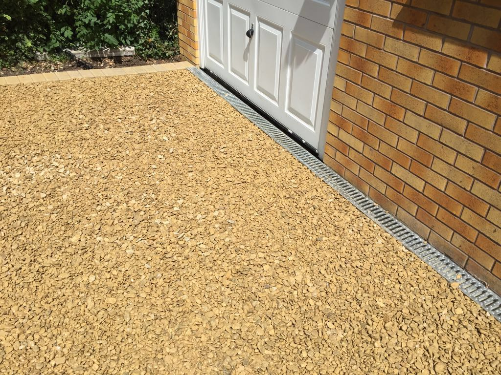 new finished gravel driveway by Paving Redditch Worcestershire Driveways